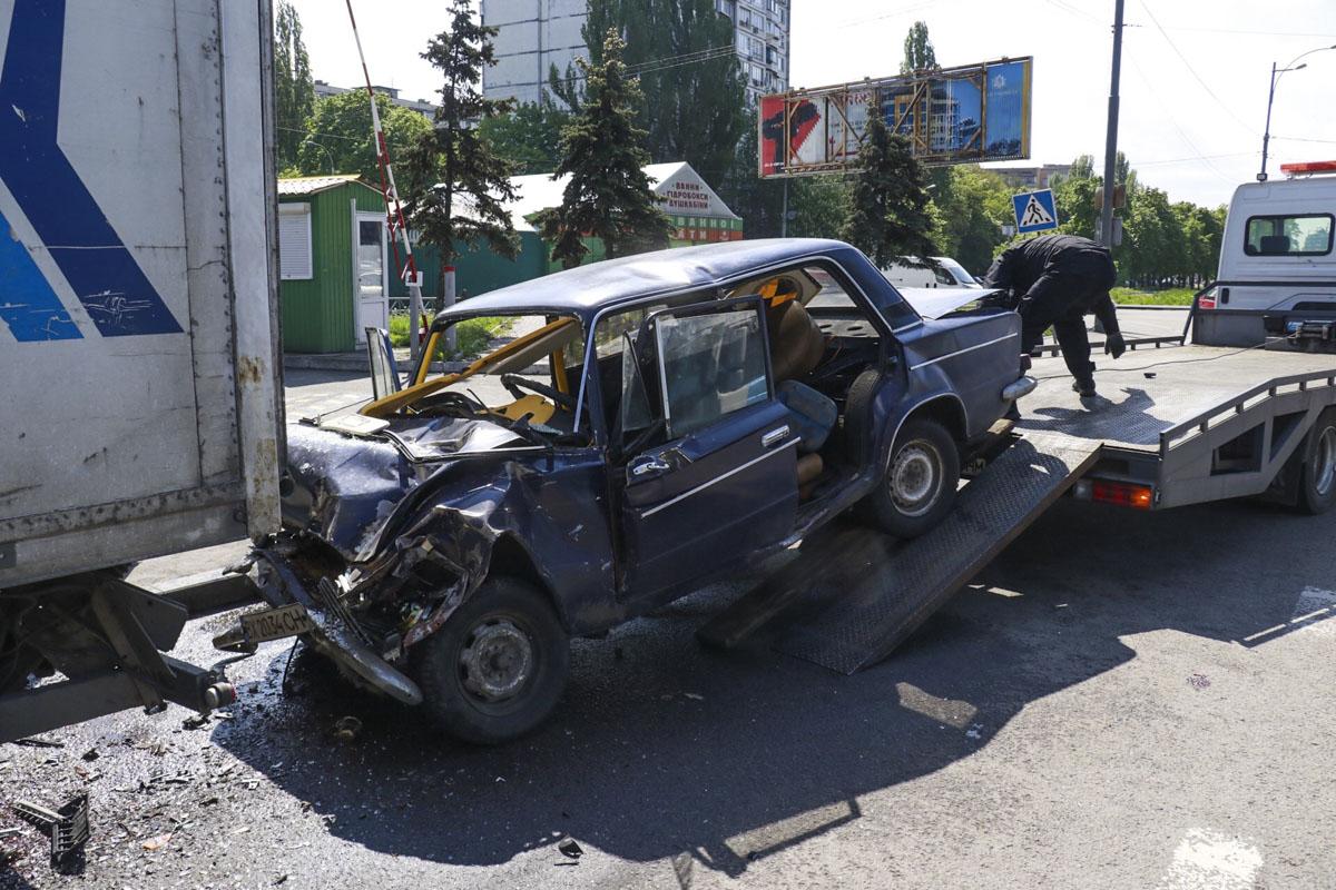 В Киеве произошло смертельное ДТП с участием легкового автомобиля ВАЗ 2106 и грузовика MAN