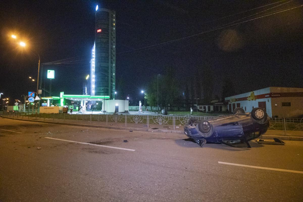 В пятницу, 3 апреля, рядом со станцией метро «Бориспольская» произошла авария с участием двух автомобилей