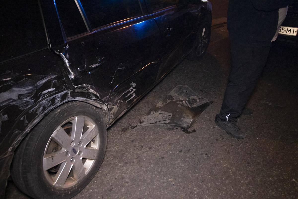 Вторым участником аварии стал автомобиль такси Ford