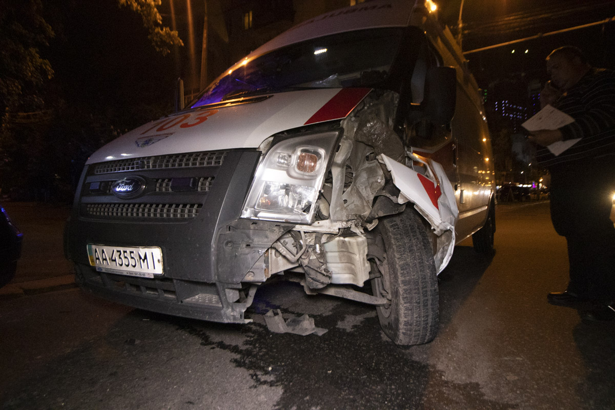 В Киеве на проспекте Победы, 7 произошло ДТП с участием кареты скорой помощи