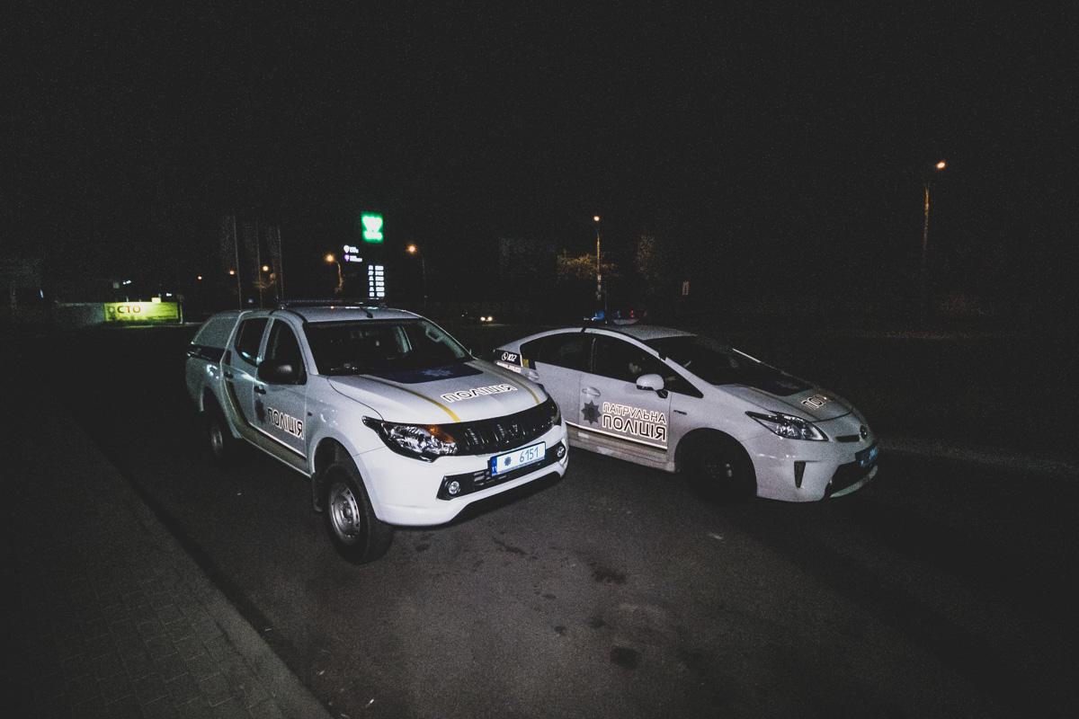 По словам очевидцев, мужчина сел в машину и намеренно хотел сбить двух девушек
