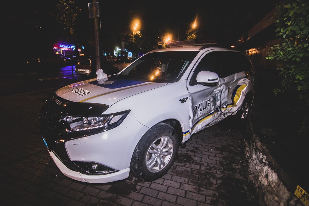Toyota RAV4 на перекрестке не разминулась с полицейским Mitsubishi Outlander XL