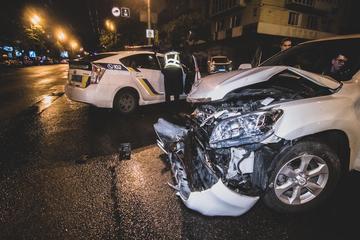 """В среду, 1 мая, в Киеве возле Дворца """"Украина"""" произошло ДТП с участием двух автомобилей"""