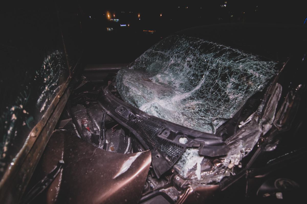Водителя легковушки госпитализировали, больше никто не пострадал