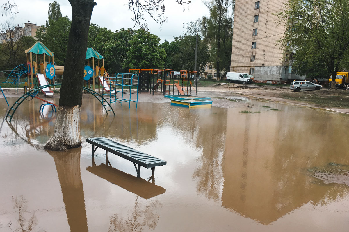 Из-за аварии детскую площадку затопило кипятком