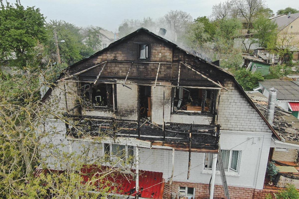 Спасателям понадобилось более часа, чтобы ликвидировать возгорание