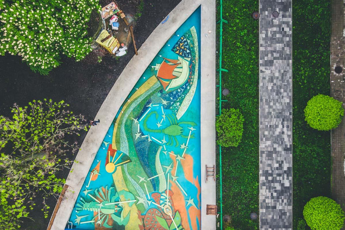 В Киеве на улице Ивана Мазепы реконструируют фонтаны с мозаикой