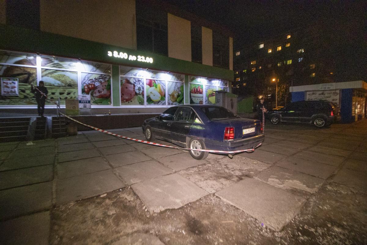 В четверг, 2 апреля, в Киеве на улице Березняковской, 36 рядом с супермаркетом задержали пьяного мужчину с гранатой