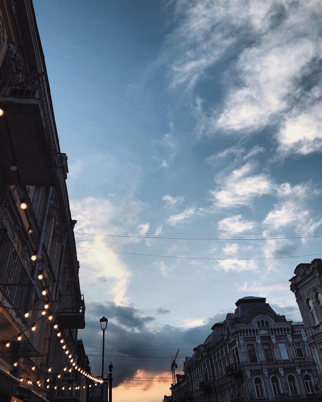 Вторая популярная тема для снимков на уходящей неделе - небо над Киевом и то, каким зловеще-чарующим оно оказалось. Фото: @anastasiazi