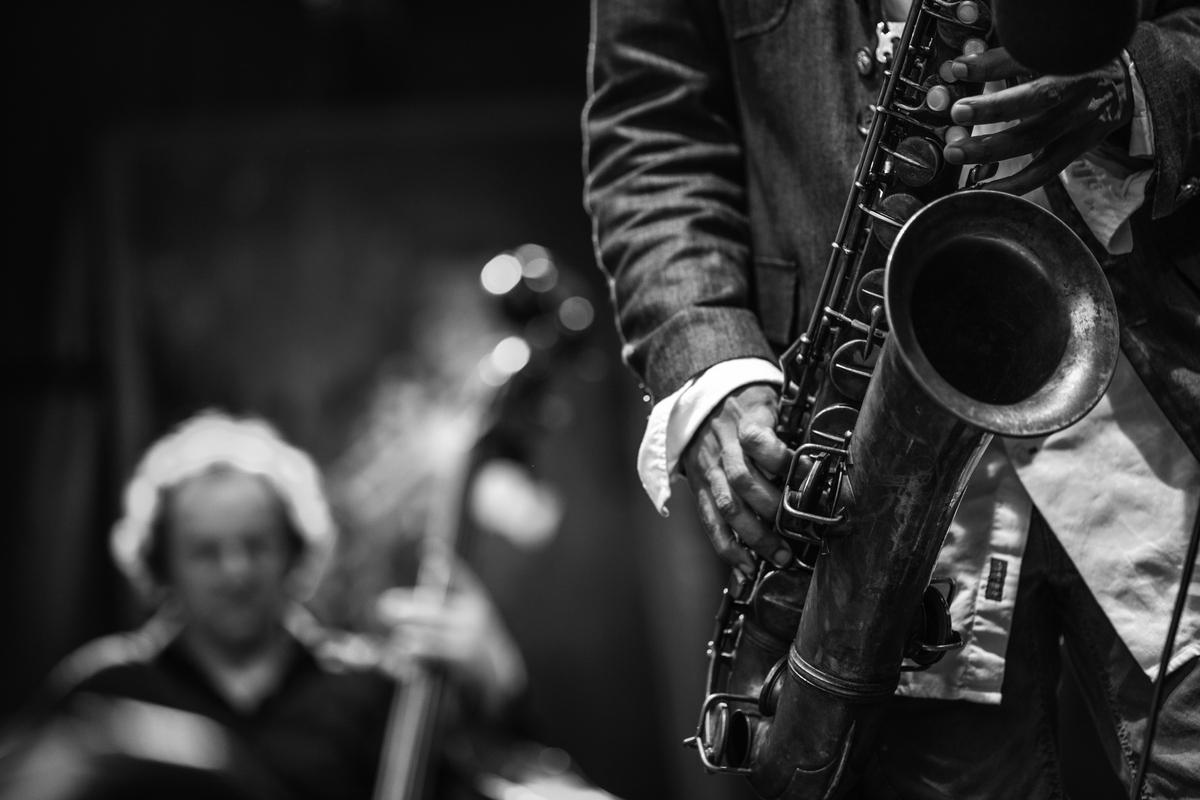 Джазовая музыка в исполнении лучших музыкантов — отличный вариант для вечера