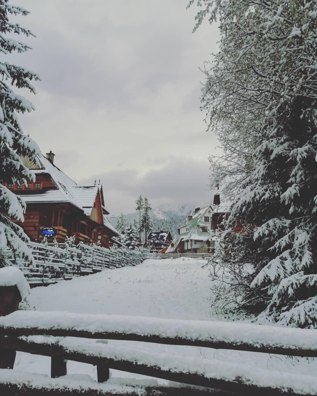 @victori_lin, которую снегопад застал в городе Закопане, считает что город способен влюбить в себя с первого взгляда. А какую роль в такой влюбленности сыграл снегопад?