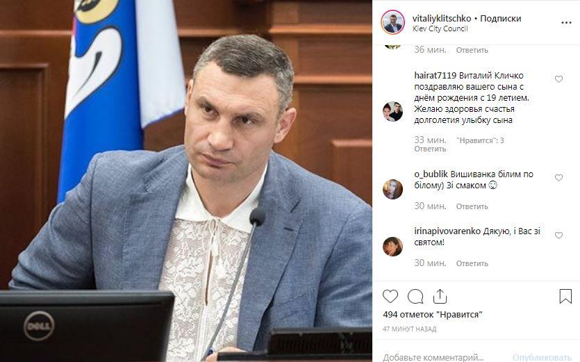 Мэр Киева сегодня на работе тоже в вышиванке