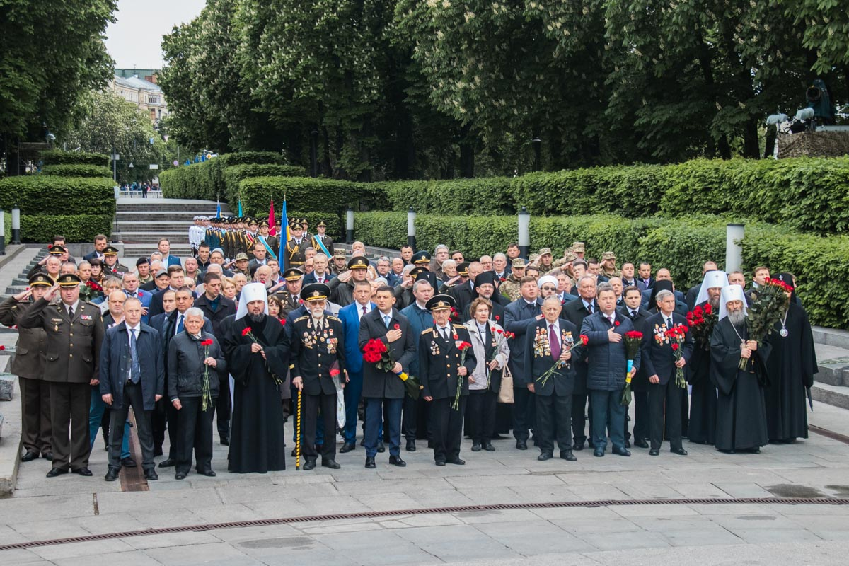 Все собравшиеся исполнили гимн Украины