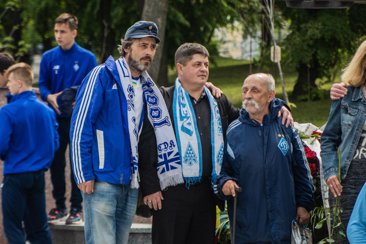 """Кроме Парамона, церемонию посетили старые фанаты """"Динамо"""", который уже не один десяток лет активно поддерживают команду дома и на выезде"""