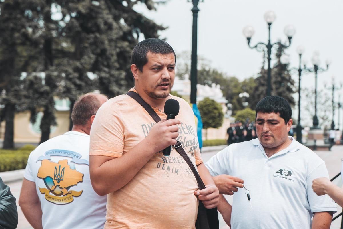 В четверг, 16 мая, под зданием Верховной Рады проходят аж две акции