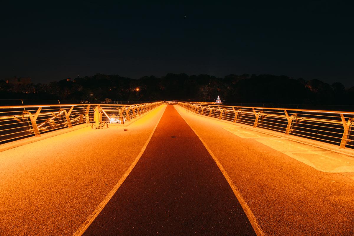Тот редкий момент, когда на мост совершенно безлюден