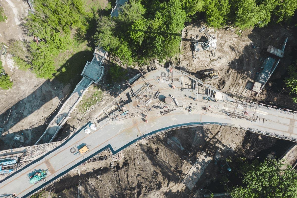 Новый мост будет длиной 210 метров. Ширина будет разной – от 6 до 14 метров в зонах смотровых площадок