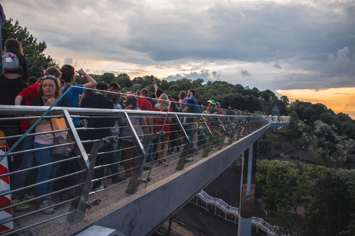 Первые посетители нового моста