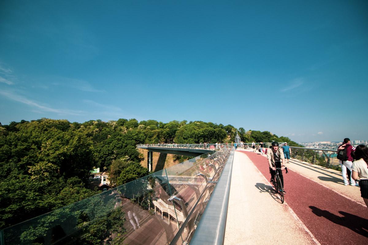 До обеда по мосту даже можно проехать на велосипеде