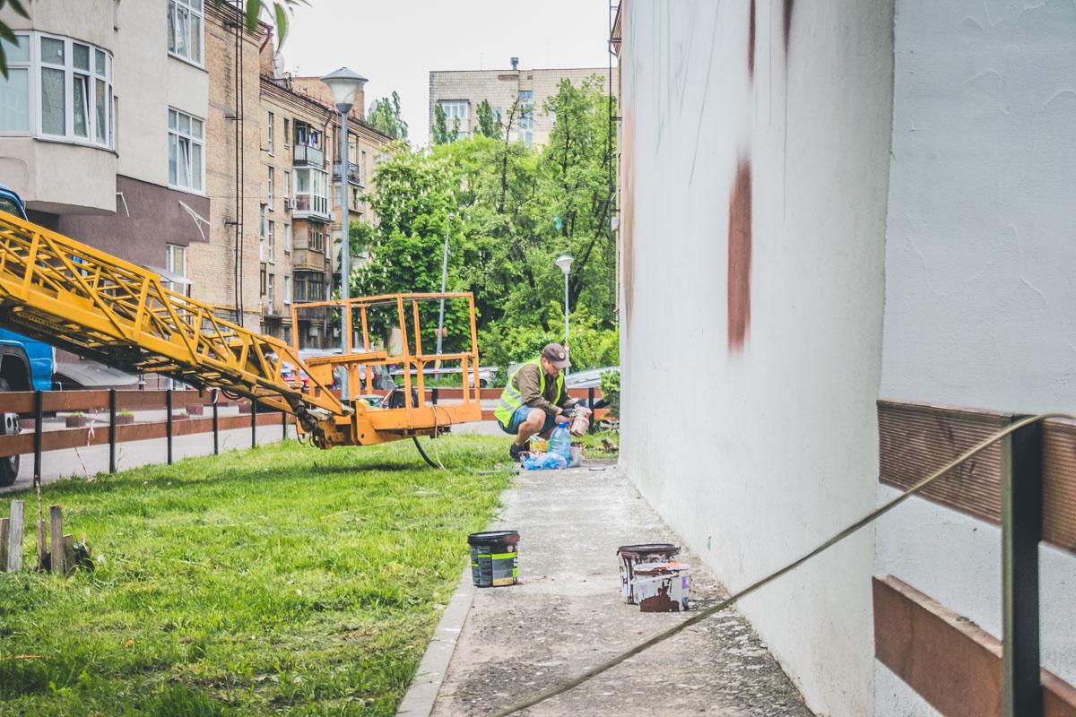 Художники граффити считают, чтоПетлюра наряду с другими украинскими деятелями заслуживает внимания