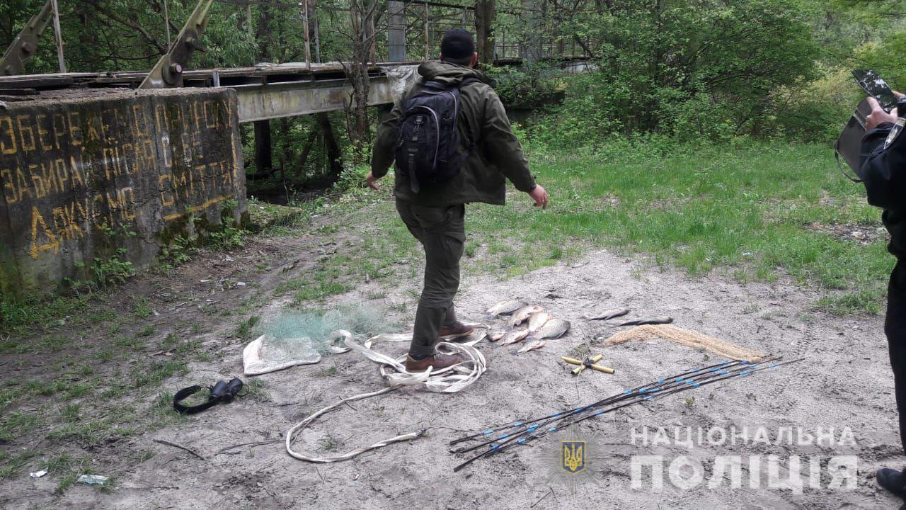 В Чернобыльской зоне задержали группу лиц, которые занимались незаконным выловом рыбы