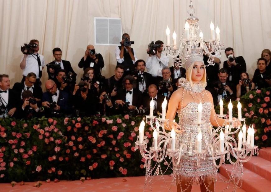 """Одним из """"ярких"""", но и правда необычных костюмов порадовала простых зрителей и поклонников Кэтти Перри"""