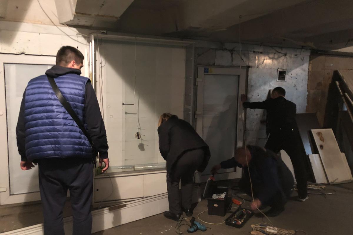 Коммунальщики активно работают над демонтажем незаконных застроек в Киеве