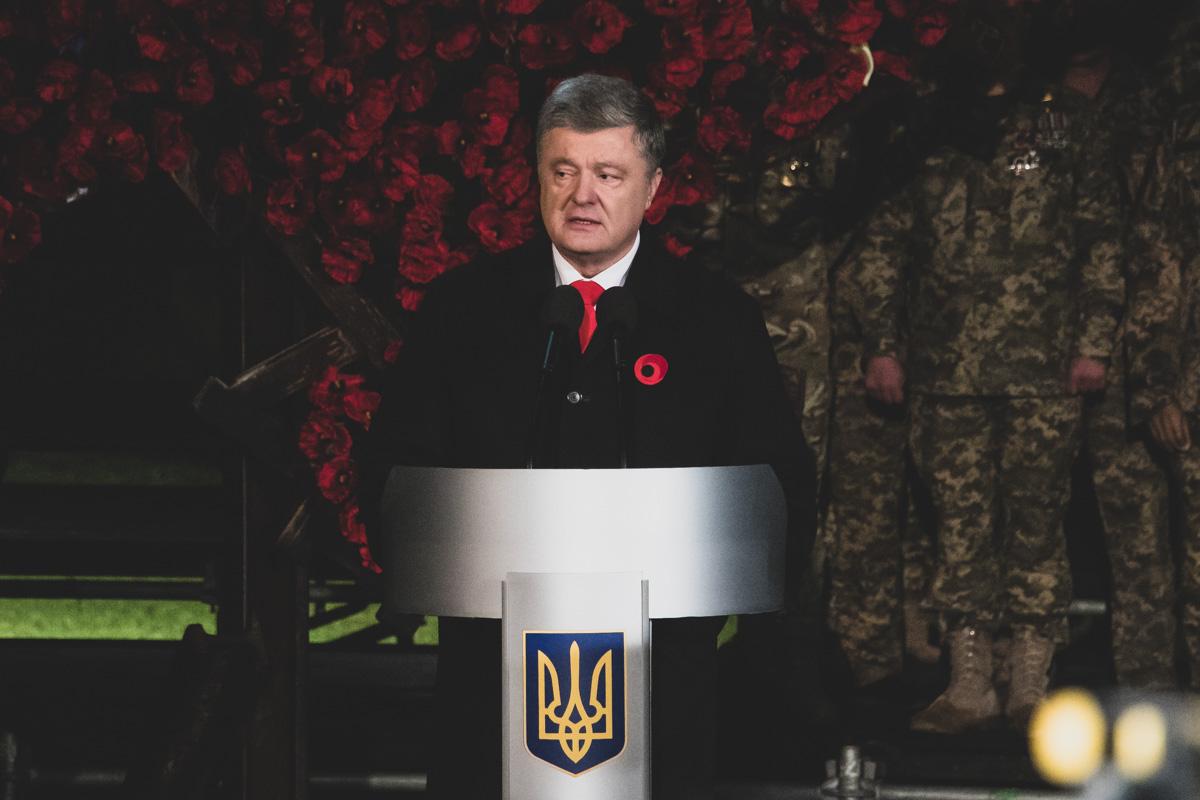 Президент выступил с речью перед священнослужителями, политиками и ветеранами