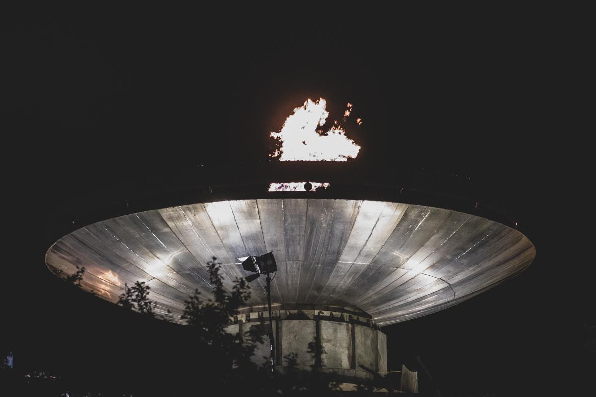 Ровно в 23:01 на холме загорелся «Вечный огонь»