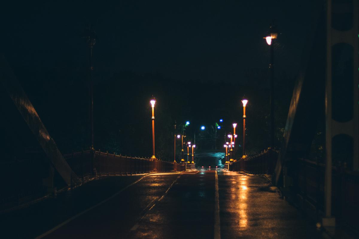 Днем тут шумно и людно, а ночью ни души...