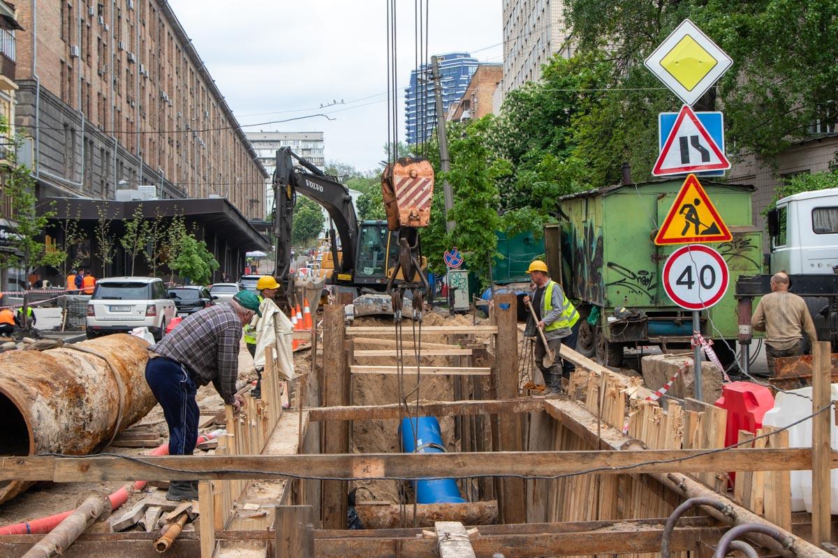 В Киеве активно реконструируют улицу Ивана Федорова