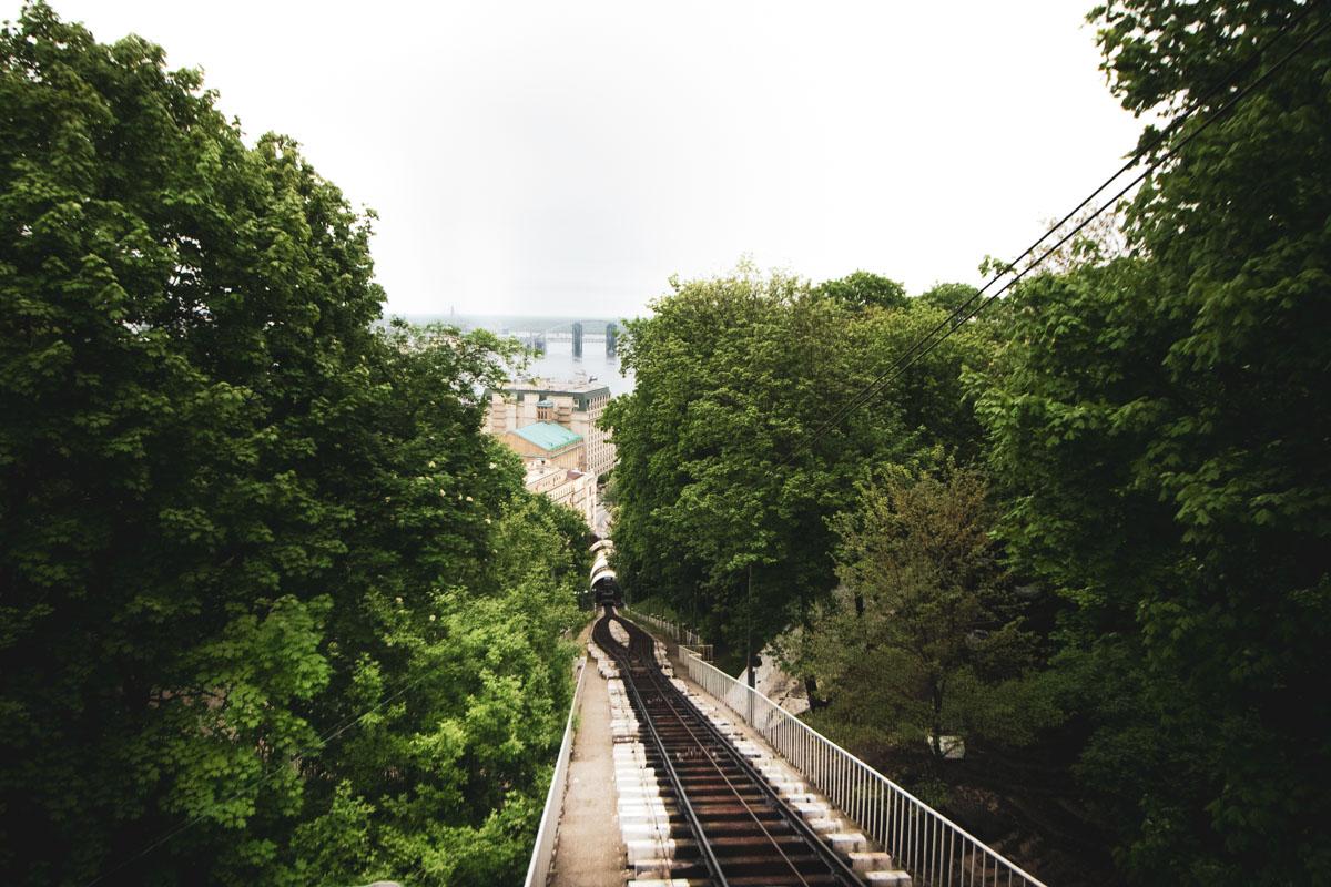 Идею построить между верхней и нижней частями города механический подъемник в виде железной дороги с канатной тягой подал инженер Артур Абрагамсон