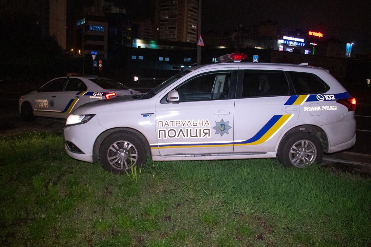 На месте работали несколько экипажей полиции