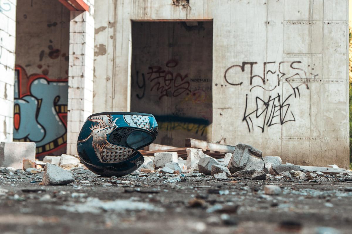 Интересно, где владелец этого шлема