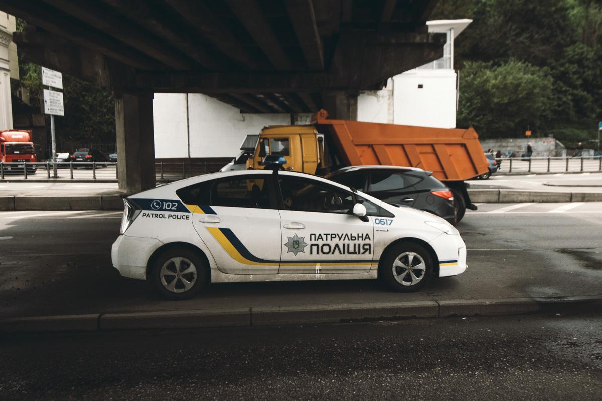 На месте происшествия работал экипаж патрульной полиции, который занимался фиксацией ДТП