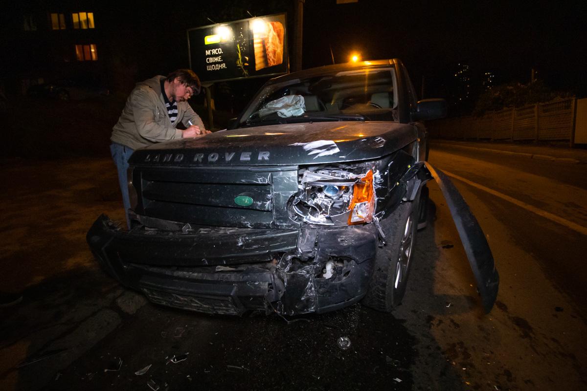 Водитель Land Rover говорит, что Chery резко выехала на встречу