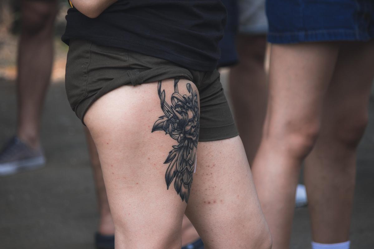 Красивая татуировка - отличное украшение ножек