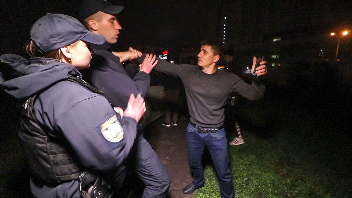 Полицейские сделали несколько замечаний по поводу поведения мужчины