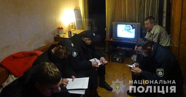 В квартире на улице Петра Запорожца тесть ударил зятя в живот ножом