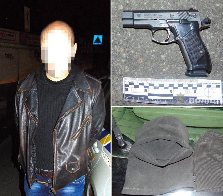 В Киеве трое вооруженных в балаклавах напали на 22-летнего парня