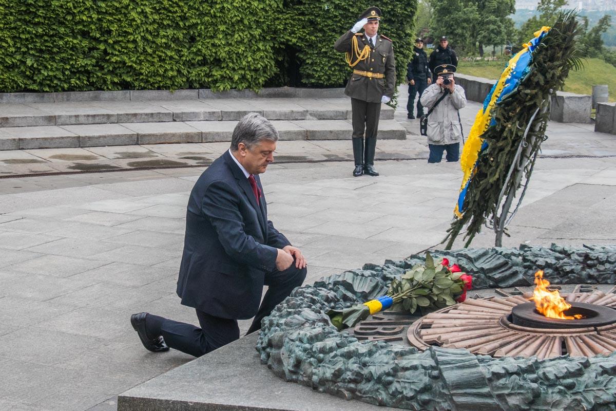 Президент почтил память погибших