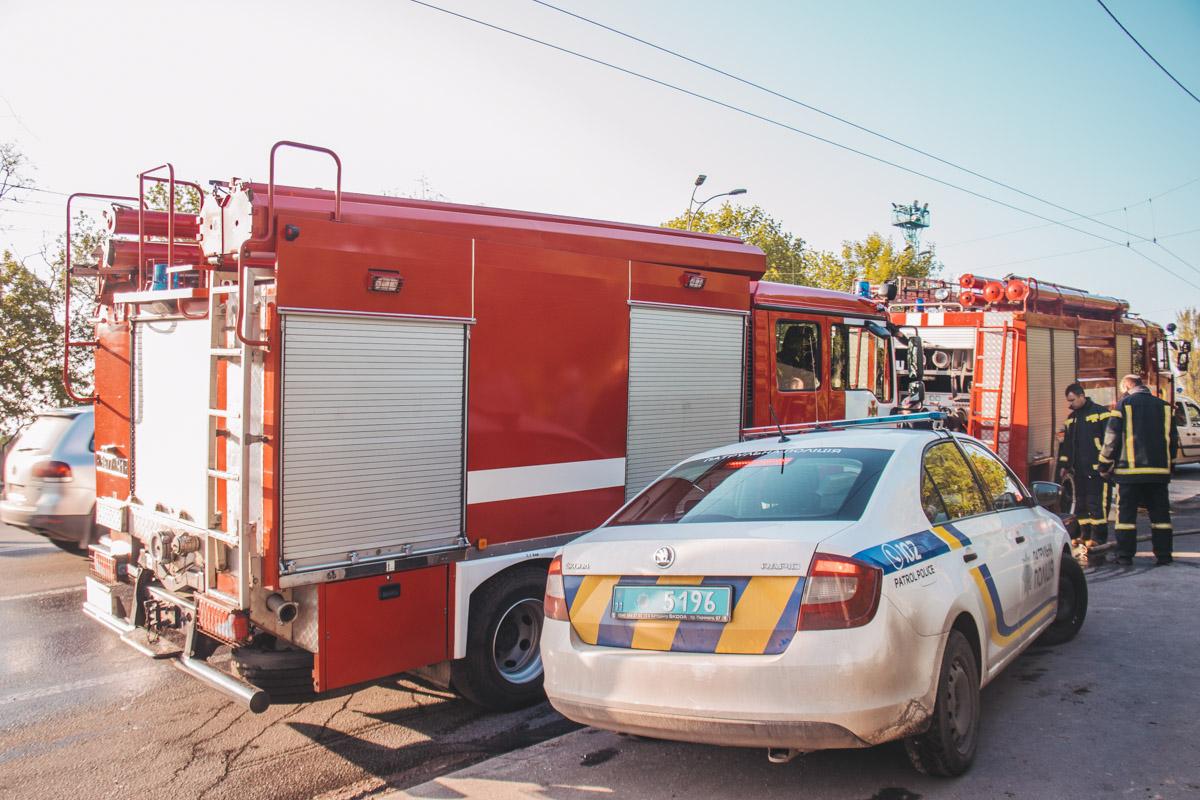На месте работали сотрудники патрульной полиции, следственно-оперативная группа, спасатели и медики
