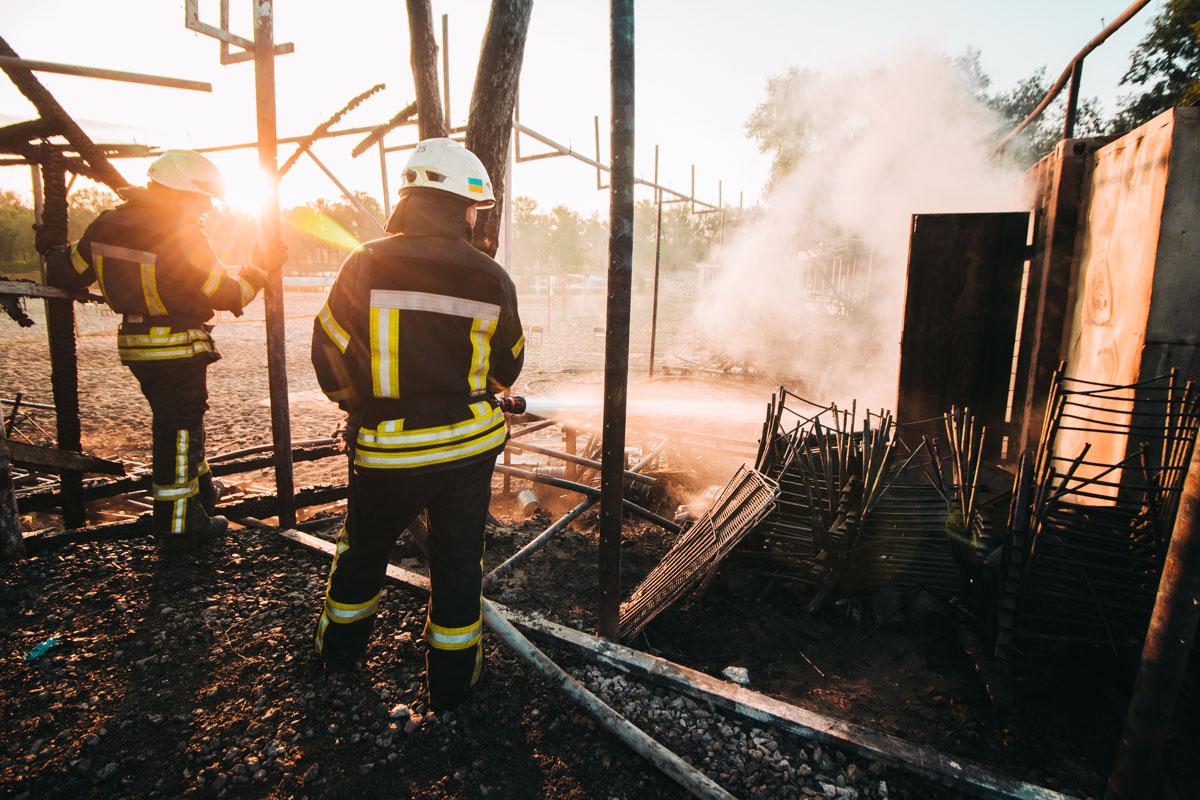 У прибывших на место происшествия спасателей ГСЧС ушло около 40 минут на полную ликвидацию пожара