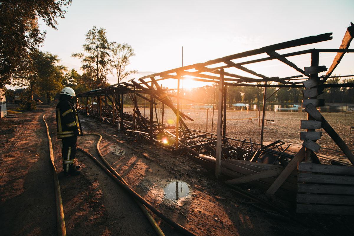 В парке Муромец загорелись трибуны и подсобные помещения волейбольного поля