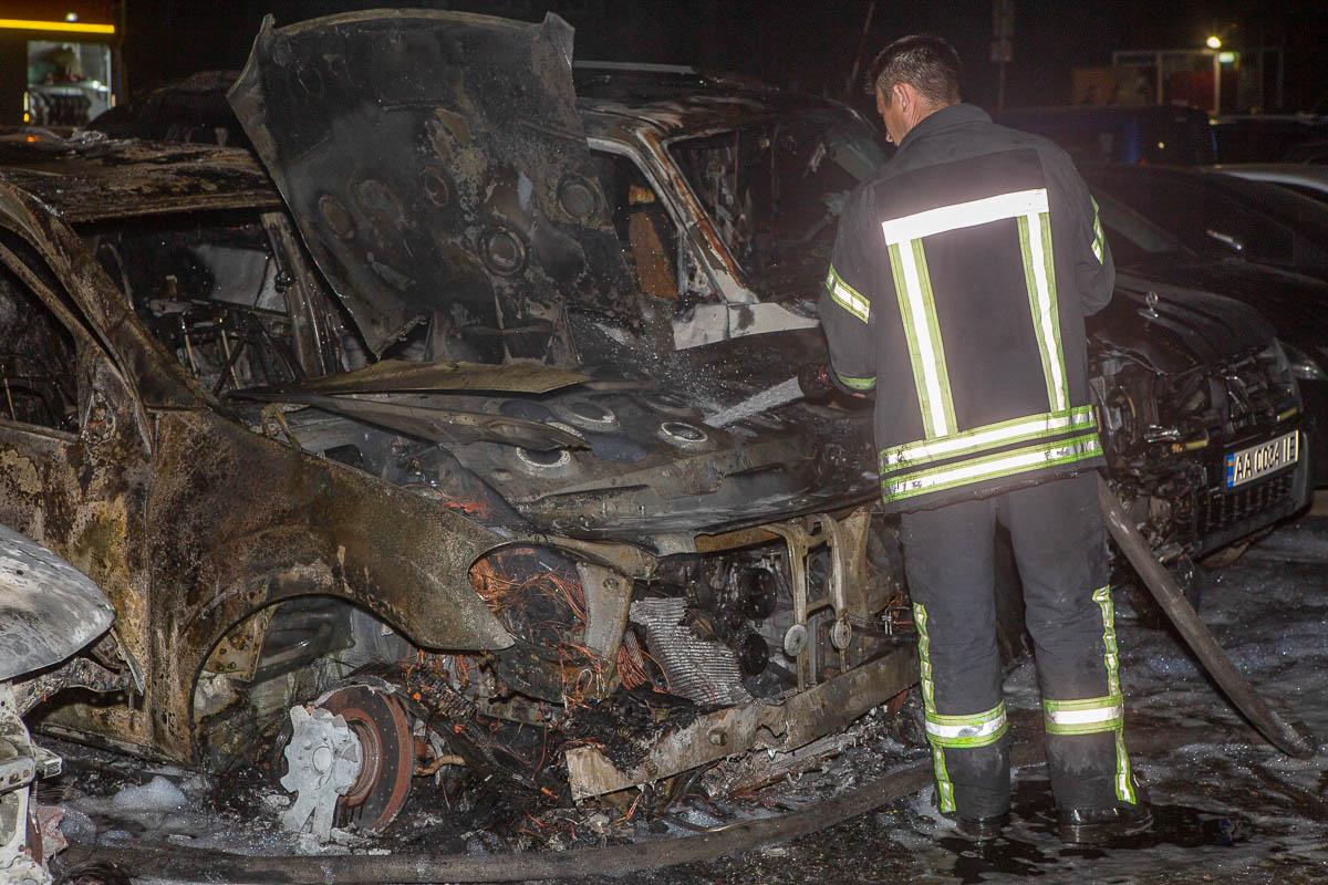 В ночь на 24 мая в Киеве по адресу улица Мукачевская, 14 произошел пожар