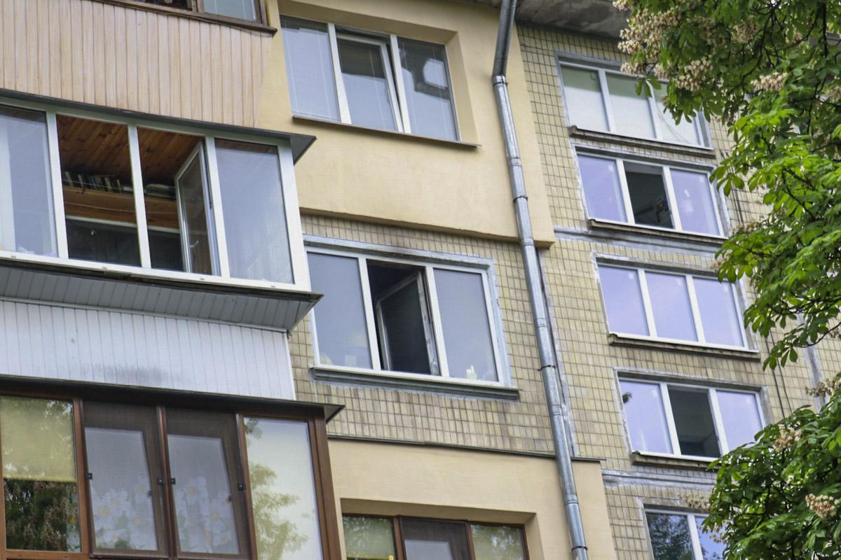Горела квартира на четвертом этаже жилого дома