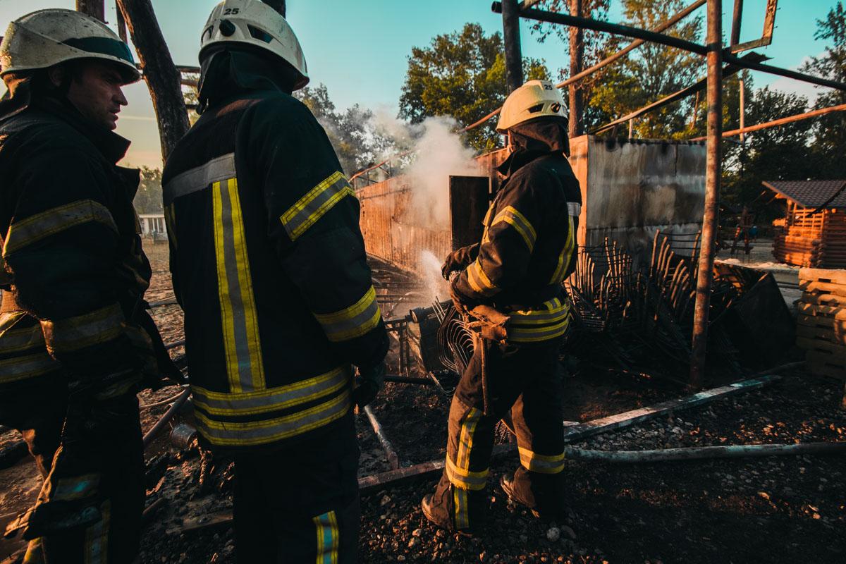 В результате возгорания, большая часть трибун и подсобок полностью сгорели
