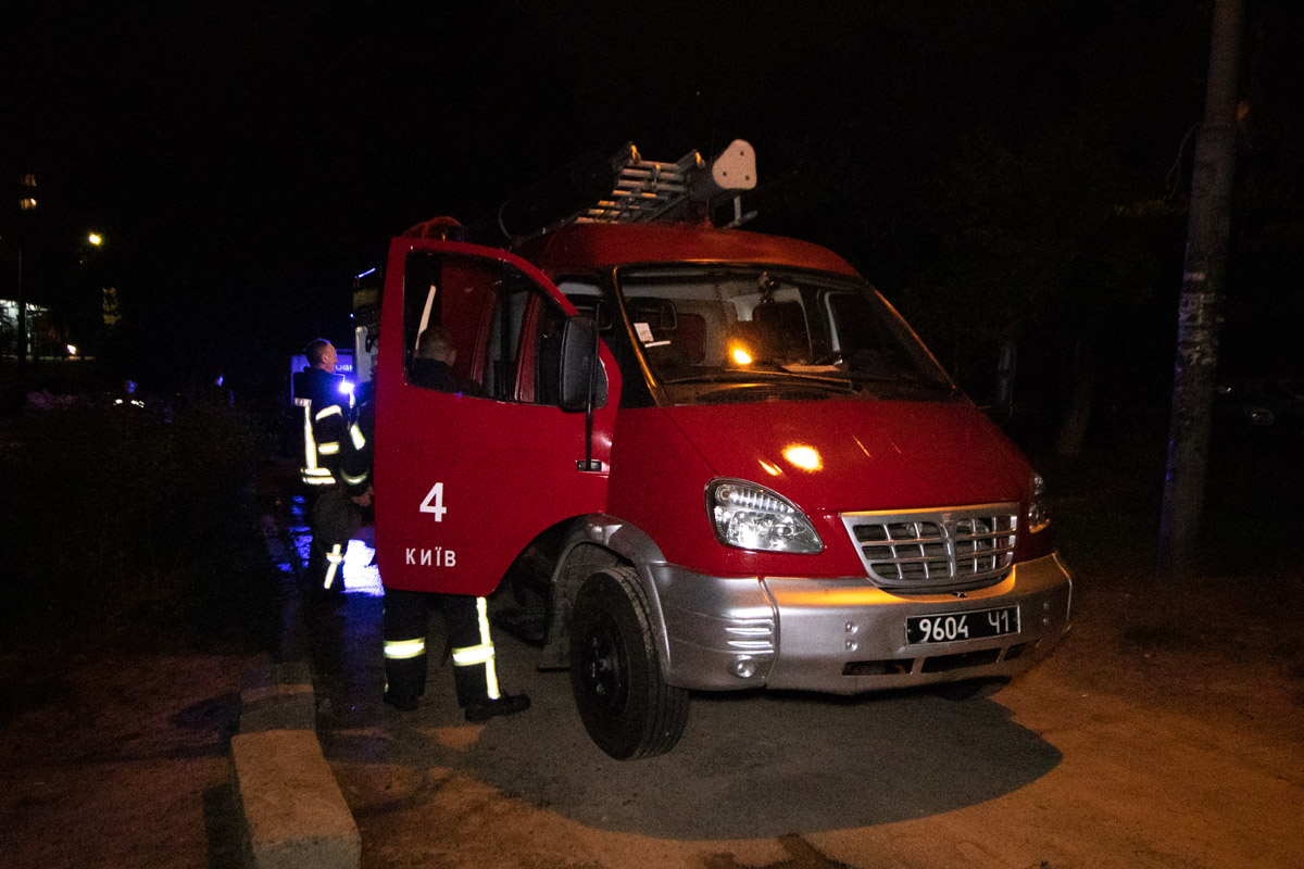 Сотрудники ГСЧС оперативно прибыли на место происшествия и полностью ликвидировали огонь около 22:50