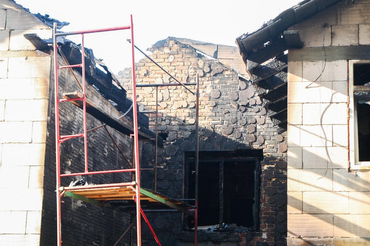 Местные жители говорят, что в зданиях находился хостел