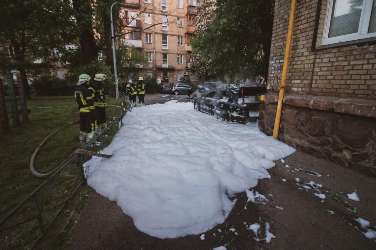 Во дворе жилого дома по адресу проспект Мира, 2/3 загорелся припаркованный автомобильOpel Astra